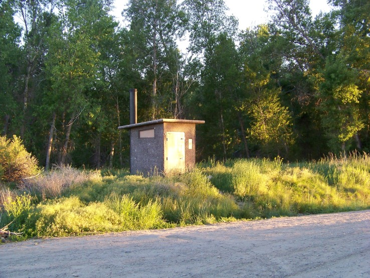 Random Outhouse @ Fishing Access